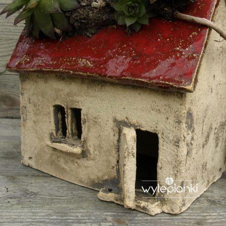domek-ceramiczny-doniczka-typu-chatka05