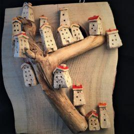 Małe domki ceramiczne – wielka kompozycja na desce – darmowa wysyłka