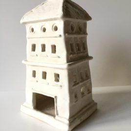 Biały domek ceramiczny na świeczkę