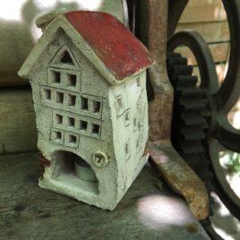 Stary domek ceramiczny na świeczkę Pod Siódemką